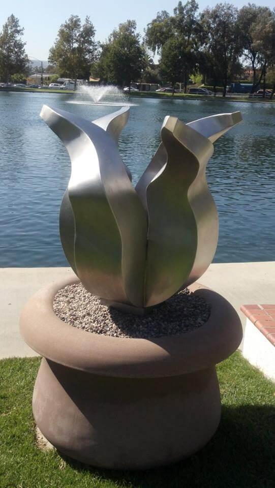 Kunst in opdracht - RVS tulp beeld