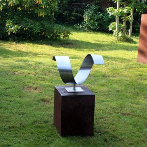modern abstract RVS sculptuur