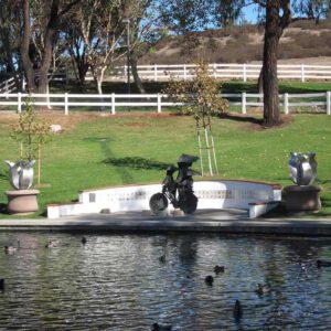 Kunst in opdracht tulpen RVS kunstwerken in park VS