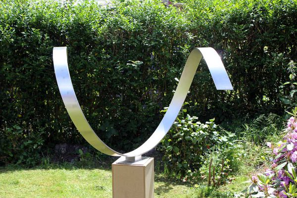 Wave Heart - abstract modern sculptuur van RVS