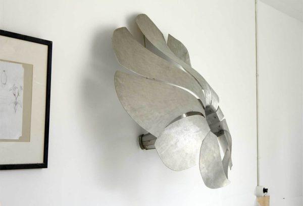wandsculptuur van een bloem