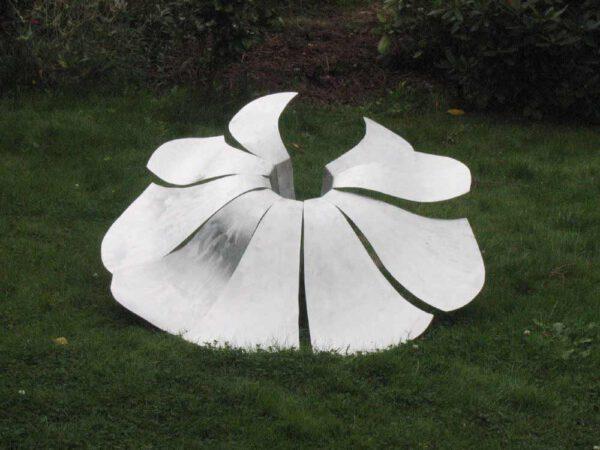 kunstwerk bloem van aluminium