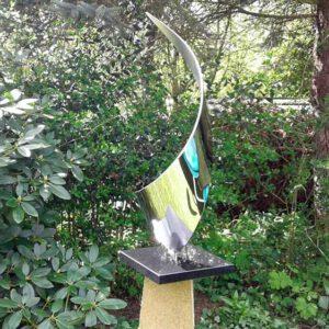 Abstract modern RVS-tuinbeeld