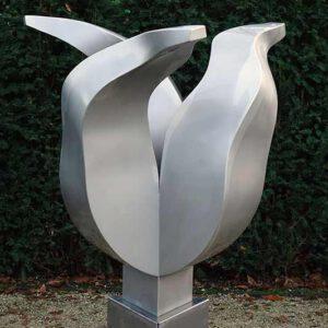 kunst in opdracht - RVS tulpenbeeld