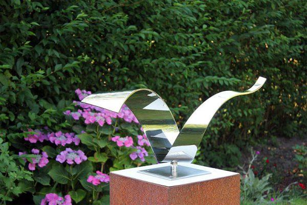 wave sculptuur van opzij