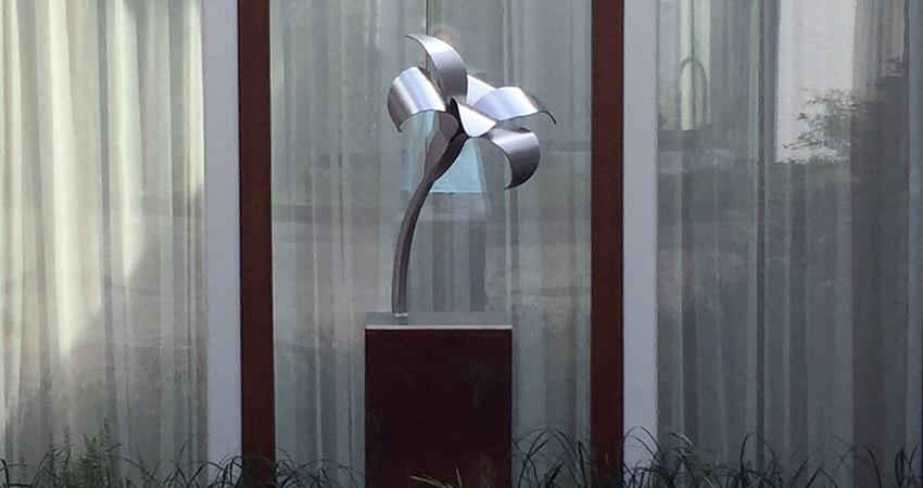 figuratieve beelden van RVS - bloem - lelie