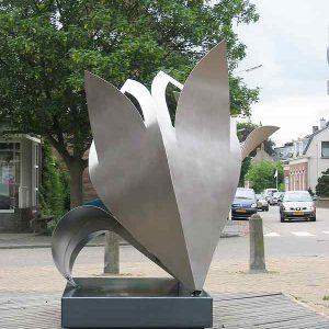 kunst in opdracht - RVS sculptuur -lelie-sliedrecht