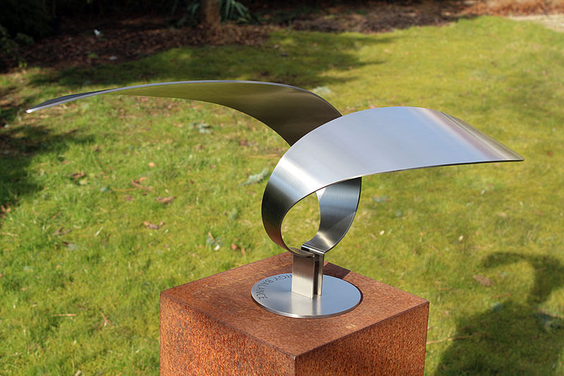 elegant abstract sculptuur van RVS