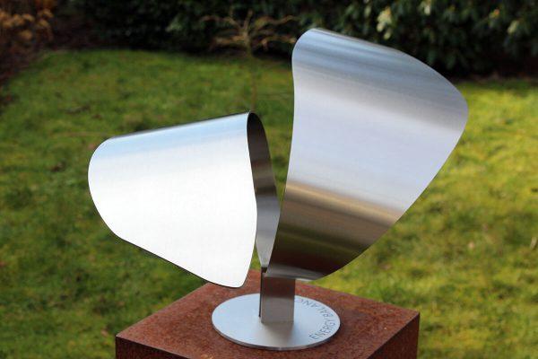 art assignment modern exclusive stainless steel garden sculpture