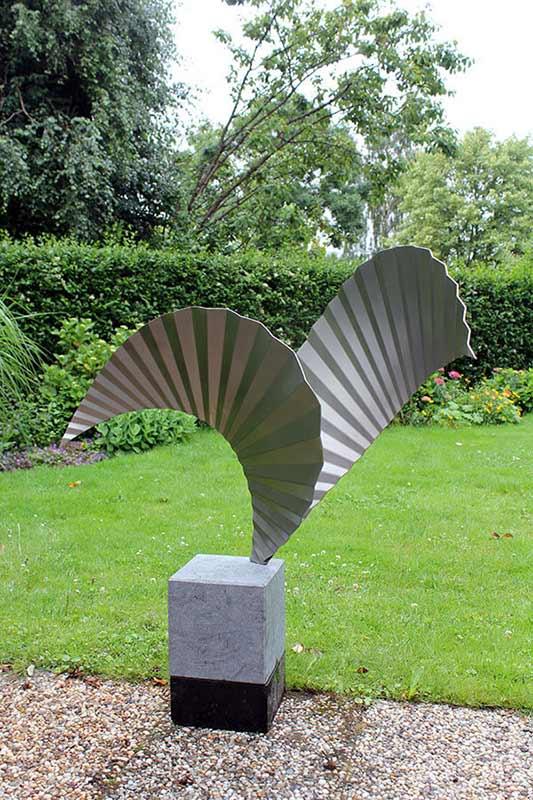 kunstopdracht luchtvaart sector wings rvs sculptuur