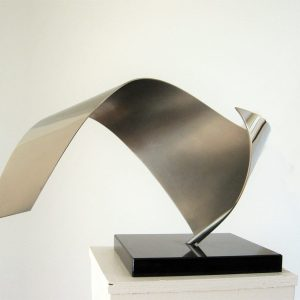 modern-abstract-RVS-sculptuur-binnen