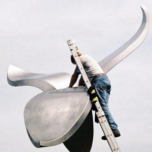 monumentaal kunstwerk Avenhorn RVS tulp