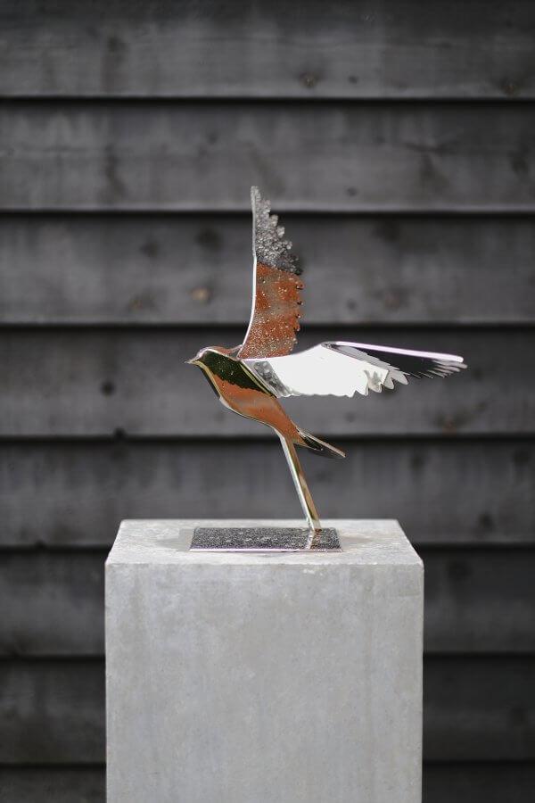 rvs sculptuur van kievit gepolijst