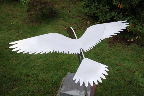 vogelbeeld rvs-sculptuur-biddende-valk