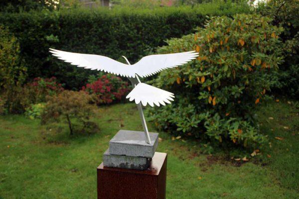 prachtig vogelbeeld valk van RVS
