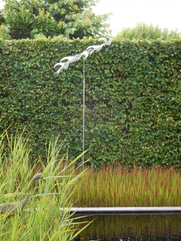 stainless steel sculpture bird's eye view garden statue for high hedge