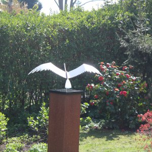 stainless steel artwork-swan-garden image