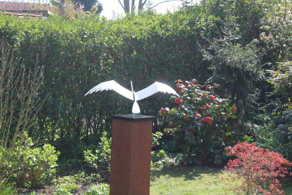 stainless steel artwork-swan-garden image