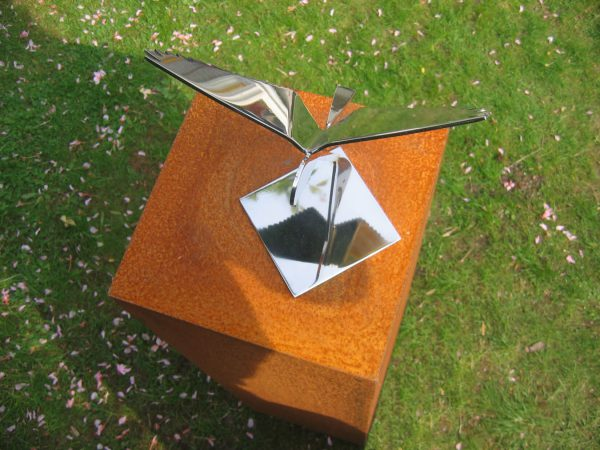 bird image-stainless steel falcon-top view on base of corten