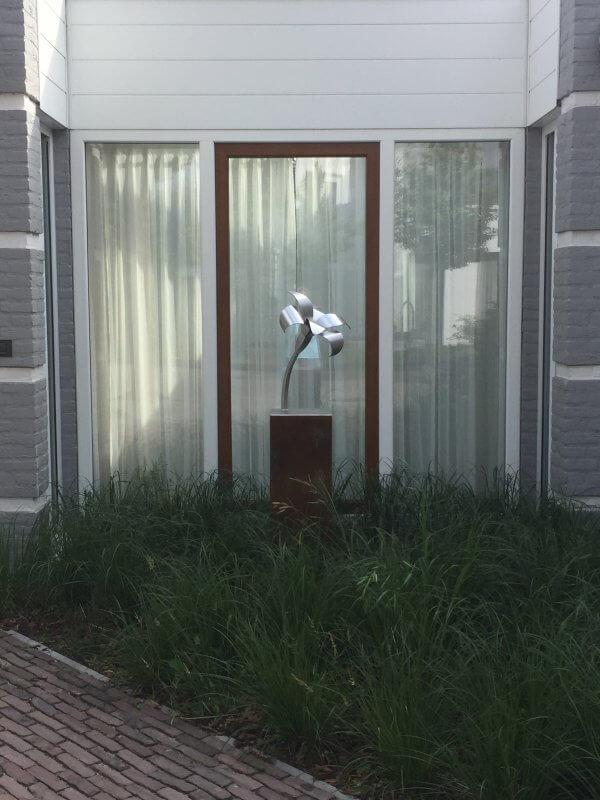 sculptuur-lelie- bij-klant-thuis
