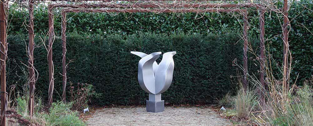 art assignment tulip sculpture of stainless steel
